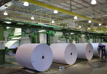 O tipo de matéria-prima, o processo e os diferentes aditivos, permitem fabricar os mais variados tipos de papel. Acompanhe o método básico de produção deste material tão difundido em todo o mundo. Colheita da matéria-prima A árvore é decapitada (cortada) e transportada para o local de fabricação. Lá passa por um processo de limpeza (lavagem, […]